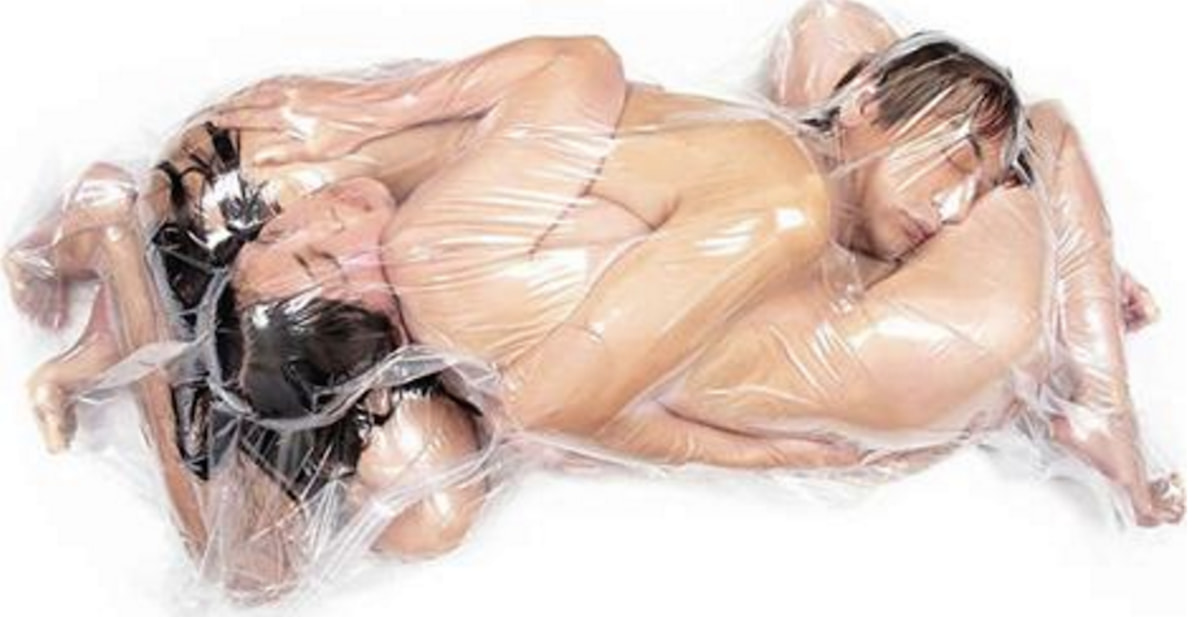 Couples Are Risking Their Lives To Be Wrapped Up In Vacuum Bags For The Power Of Love