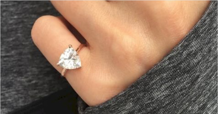 If You See A Woman Wearing A Ring On Her Pinky Finger, Here's What It Means
