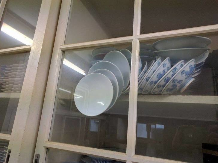 People Are Giving Suggestions On How To Save These Plates, And They're Genius