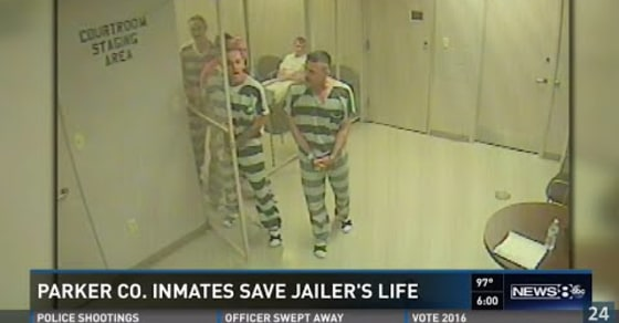 Texas Inmates Break out of Cell to Save Guard Suffering Apparent Heart Attack