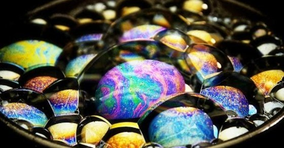 VIDEO: Close Ups of Soap Bubbles Are Completely Trippy and Mesmerizing