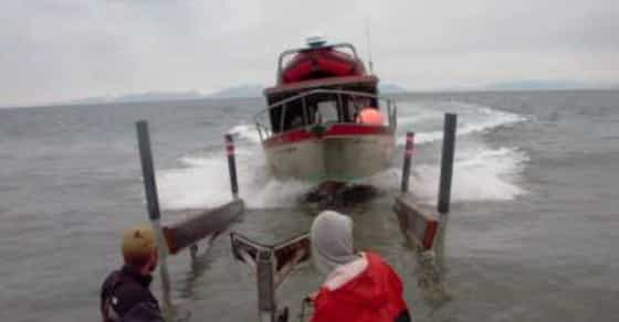 Alaskan Fishermen's Boat Loading Technique Will Surely Impress You