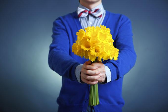 Hoa vốn được biết như biểu tượng của sự lãng mạn và tình cảm, và thực ra dù đã khá là nhàm chán trong tất cả các dịp lễ lạc tình nhân, phụ nữ, sinh nhật, giáng sinh nhưng không có người phụ nữ nào lại không vui mừng khi được tặng hoa quả (nếu họ không vui thì là do thái độ tặng, cái này các anh em cần xem lại).